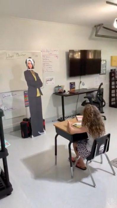 Papá transforma cochera en salón de clases para su hija