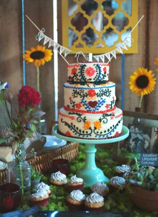 Pasteles de boda creativos y bonitos; estilo mexicano, bordado