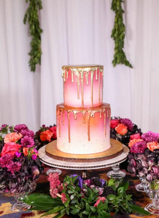 Pasteles de boda creativos y bonitos; rosa bañado en oro
