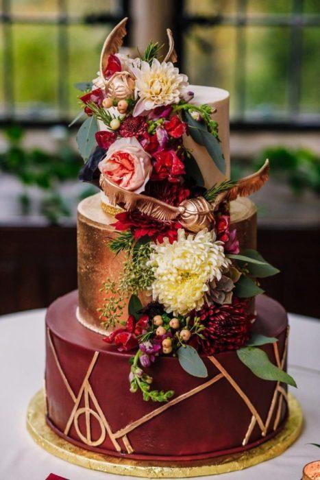 Paste de bodas en color vino inspirado en Harry Potter