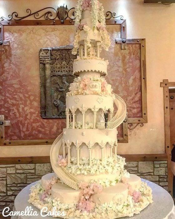 Pastel de bodas simulando una escalera
