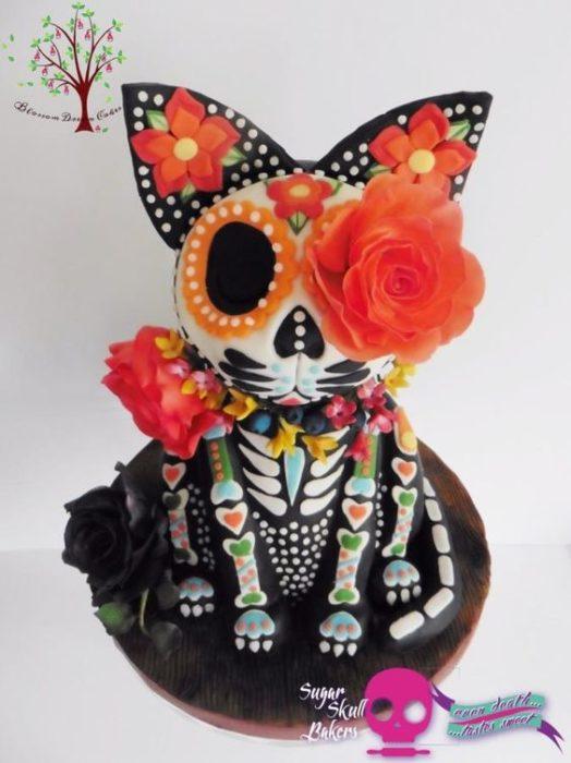 Pastel inspirado en el Día de muertos en forma de perro chihuahua