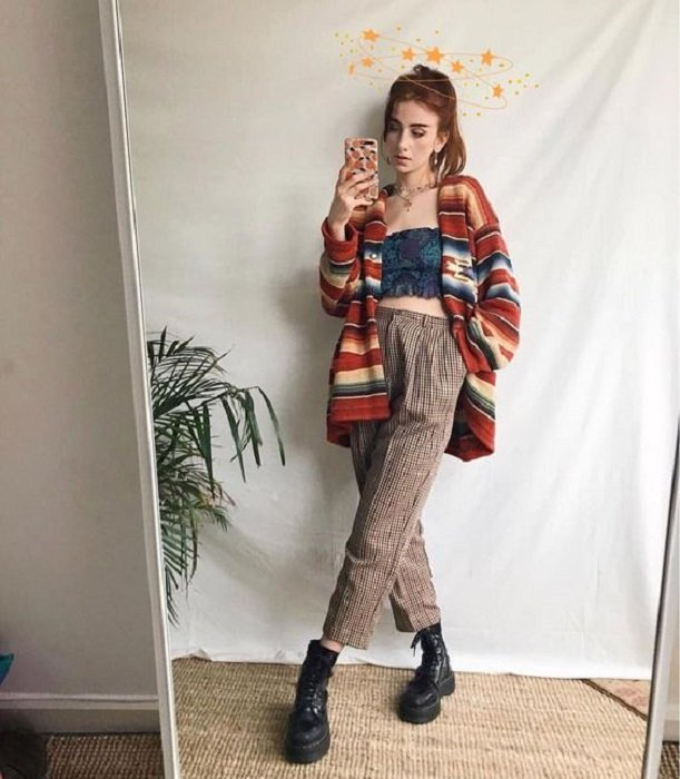 Suéter de colores otoñales largo abierto y color guinda, ladrillo, beige y azul