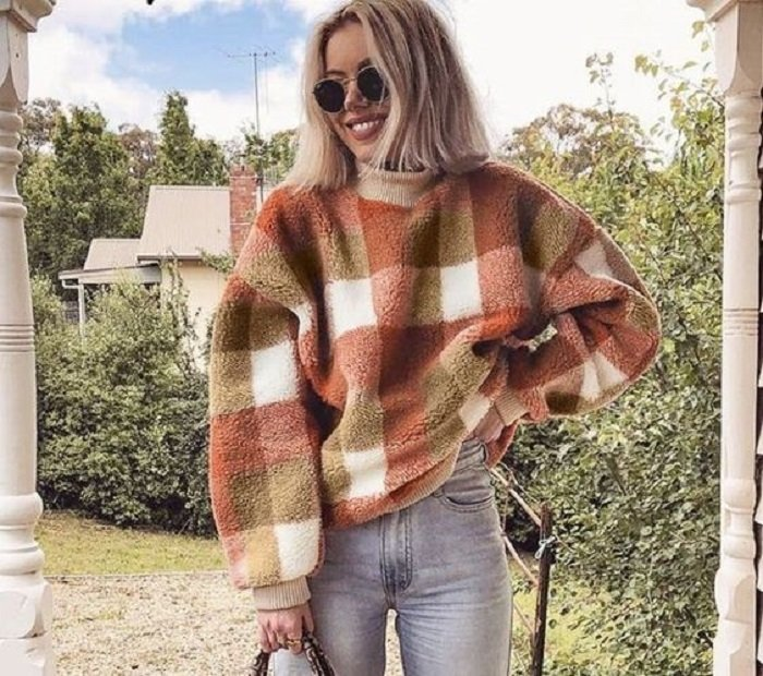 Autumn colors sweater with plaid print