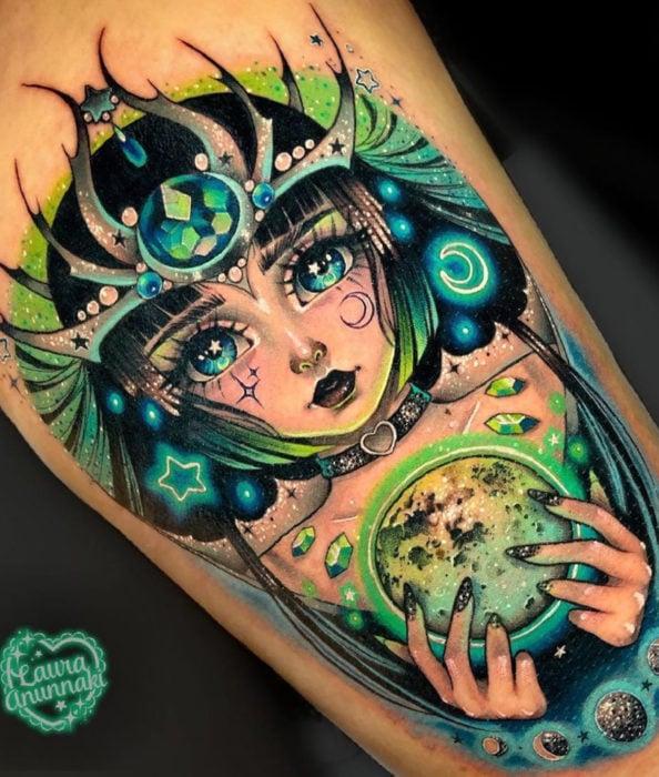 Tatuaje de Sakura Card Captor kawaii colorido, Carta Clow The Dark, La oscuridad, en la pierna, Laura Anunnaki