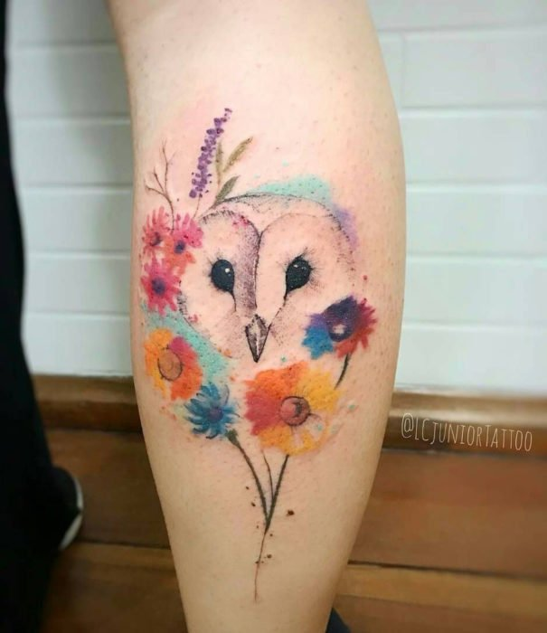 Pretty watercolor tattoo designs; Owl tattoo with flowers on the leg