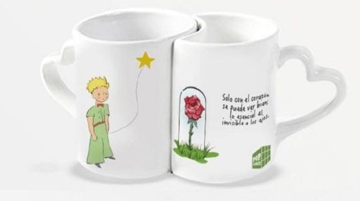 Tazas inspiradas en El Principito, la primera aparece el Principito y la segunda la rosa con una frase del libro