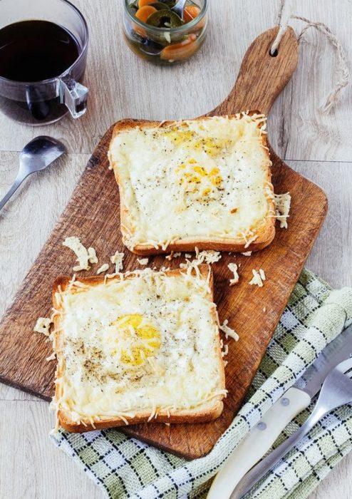 Tostada de queso con huevo