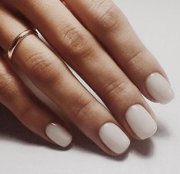 Manicure design on short nails in pearly white color