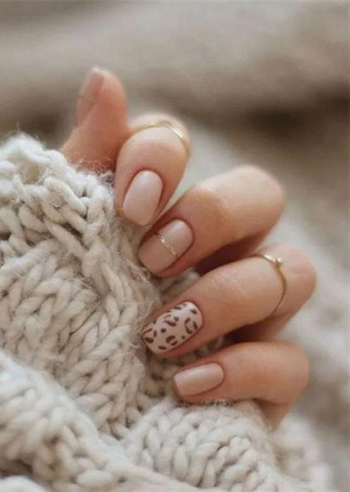 Manicure in animal print design in nudes colors with ring finger design