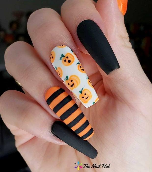 Diseños de uñas largas y cuadradas kawaii, tiernas en color pastel de Halloween; calabazas