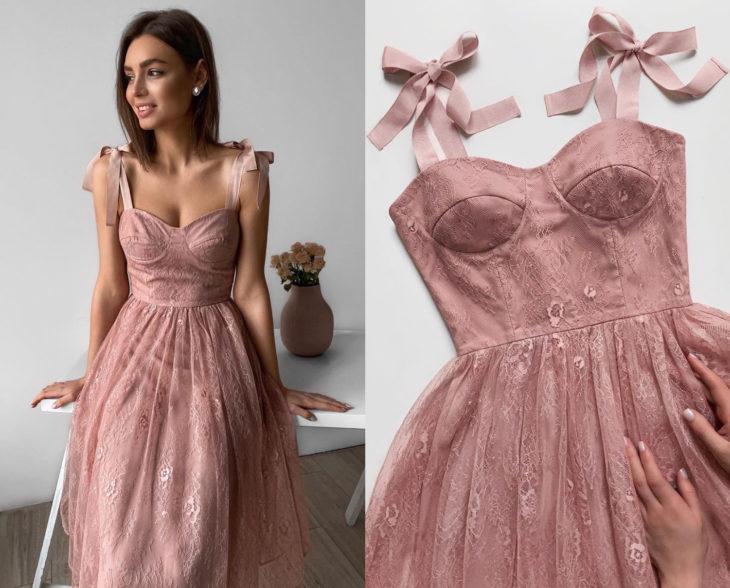 Larne Studio hace bonitos vestidos de corsé; encaje de flores rosa