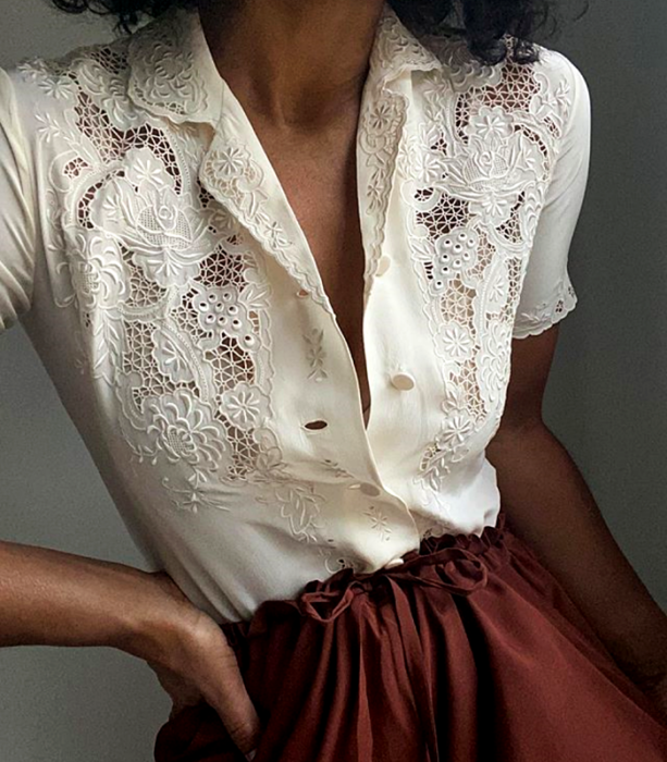 beige short-sleeved blouse with lace, v-neck and buttons at the front, cherry paperbag trousers at the waist