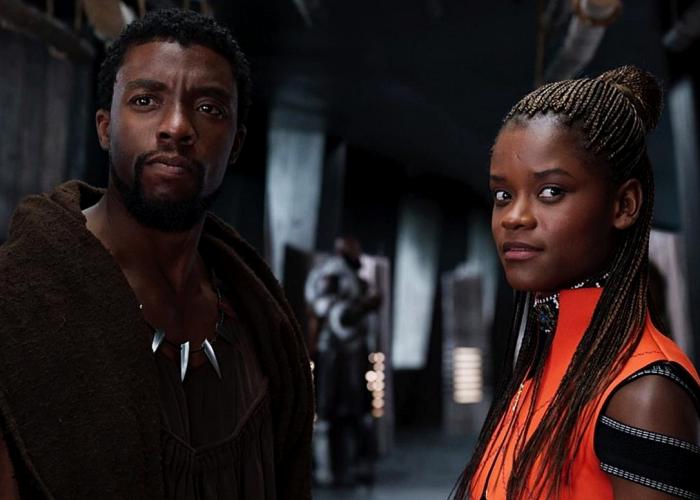 chadwick boseman y letitia wright en el set de black panther