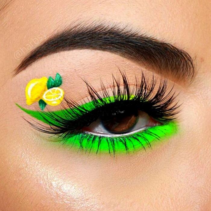 maquillaje verde con delineado verde neón y dibujo de limón amarillo