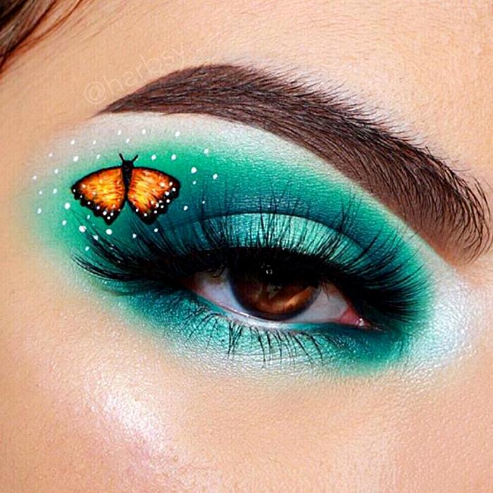 maquillaje de ojos sombreado verde con blanco y dibujo de mariposa amarilla con naranja