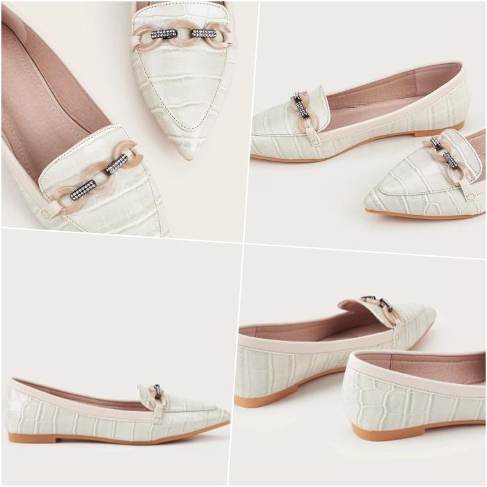 zapatos tipo loafers de piso de piel color blanco con detalles de cadena en el empeine
