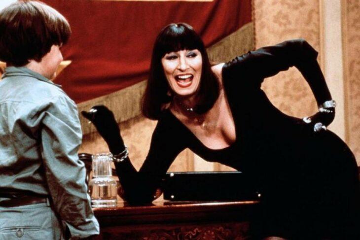 Escena de la película Las brujas en las que aparecen La Gran Bruja y Bruno