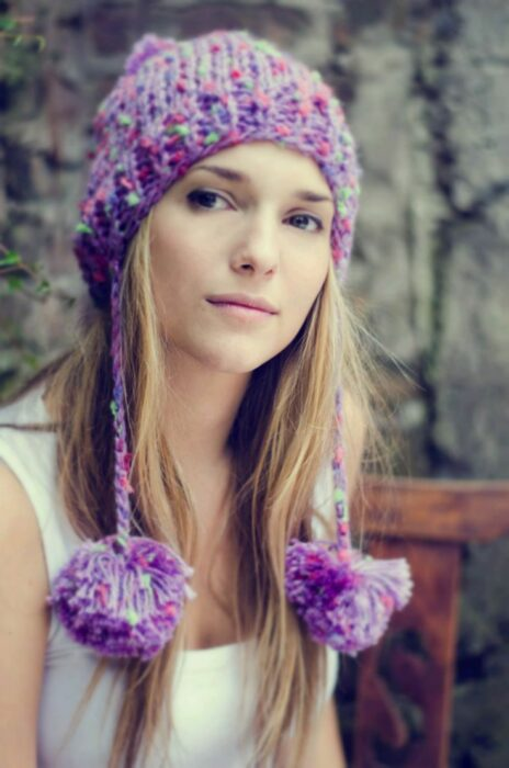 Girl wearing knitted hat in purple and pink colors; ideas to wear hats and caps in autumn