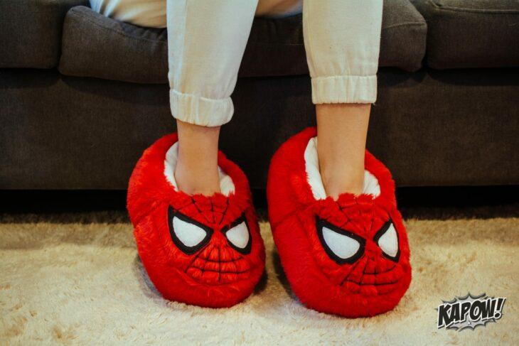 Pantuflas con la cara de Spider-Man