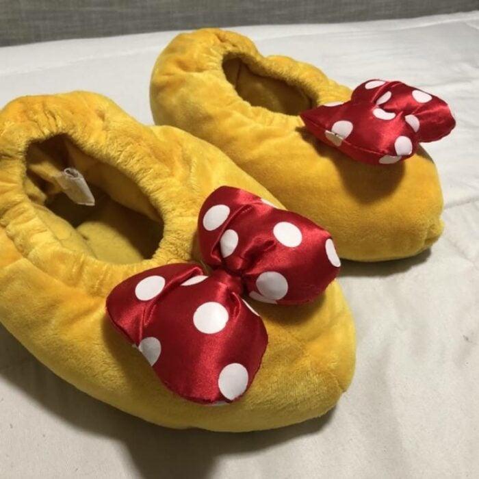 Pantuflas en forma de lso zapatos de Minie Mouse