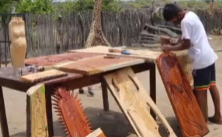 Marck Anthony y sus artesanías de madera