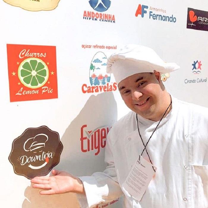 Gabriel en una exposición de gastronomía