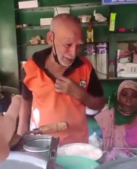Internet ayuda a pareja de abuelitos a vender la comida de su restaurante