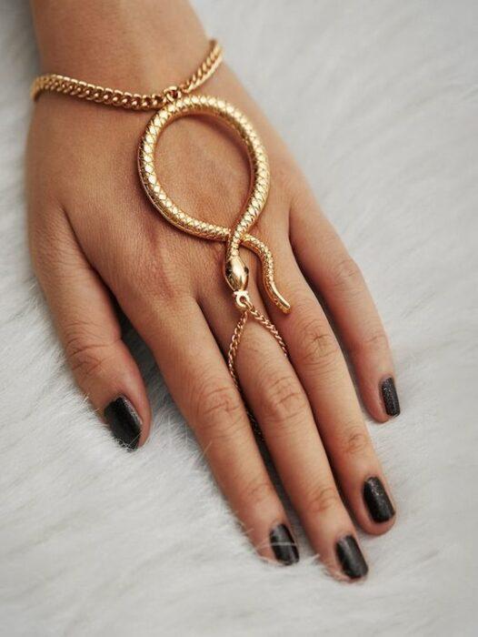 Gold-colored snake-shaped bracelet / earring
