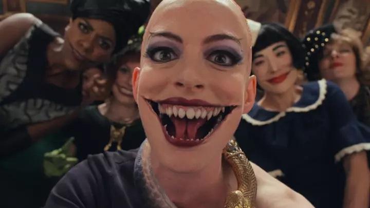 Anne Hathaway luce terrorífica en las nuevas imágenes de 'Las Brujas'