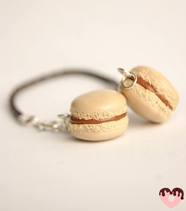 Small earrings in the shape of macarons