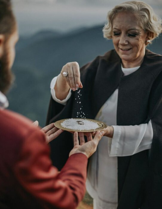 Ideas para una boda vikinga; anillo con sal