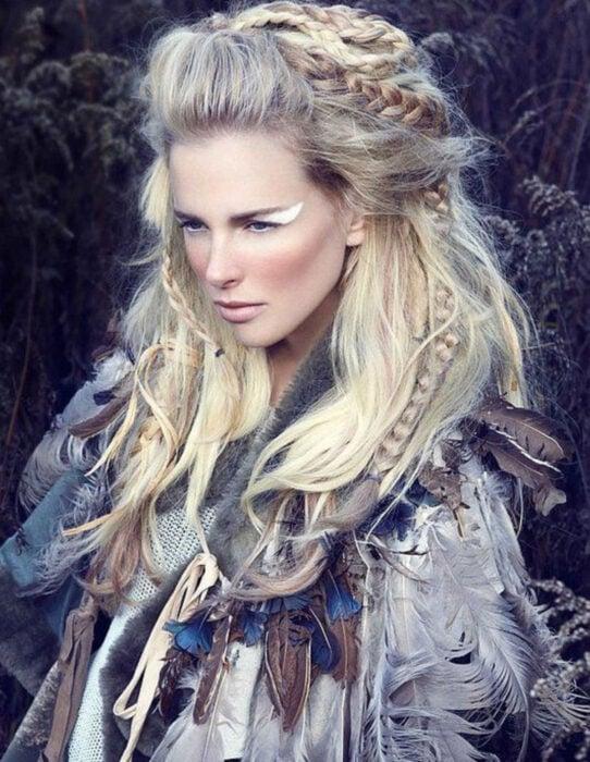 Ideas para una boda vikinga; peinado de trenzas