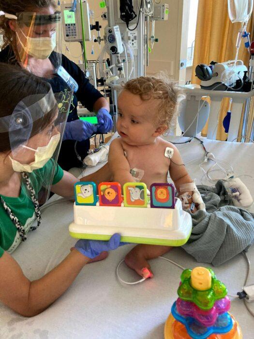 Bodie en el hospital con sondas y suero