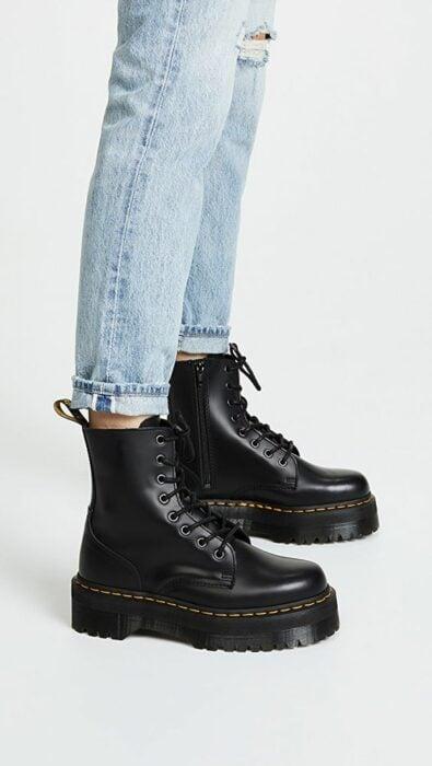 Chunky boots de color negro, tipo Dr. Martens con plataforma