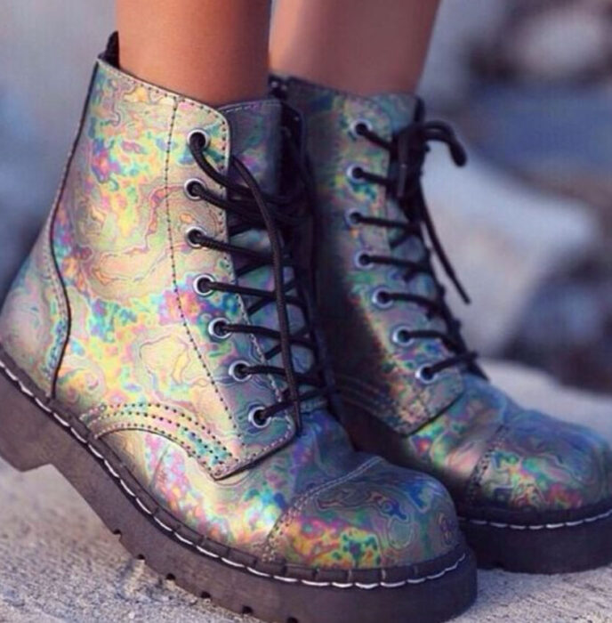 Chunky boots in litmus color