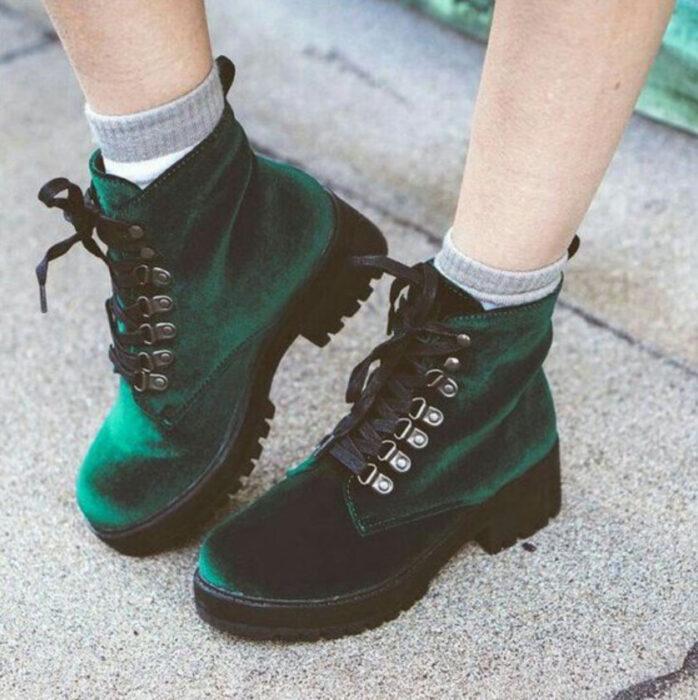 Chunky boots de color verde tipo terciopelo