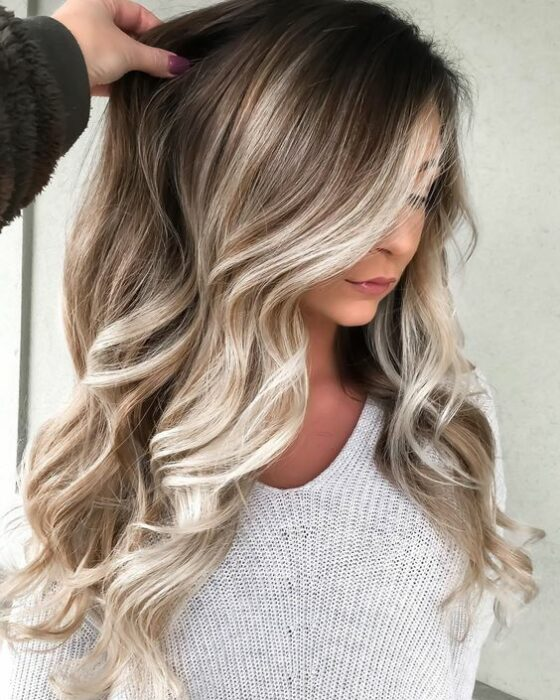 Sand colored hair; the tone that brightens and suits any skin type 12