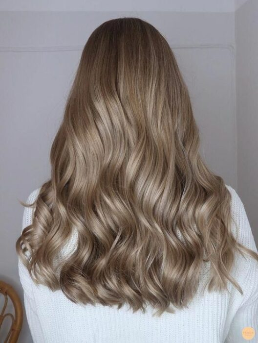 Sand colored hair; the tone that brightens and suits any skin type 13