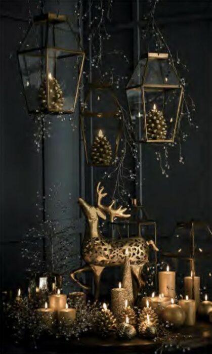 Decoración navideña en tonos dorados con negro