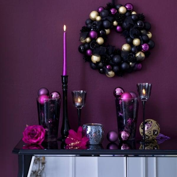 Decoración navideña en colores morados con negro