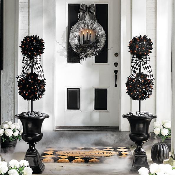 Decoración navideña de color negro con toques en blanco