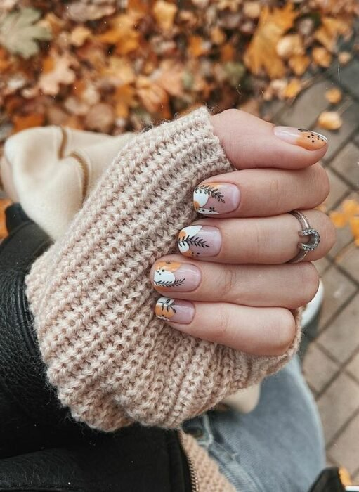 Manicure in white with yellow colors and outlined in black