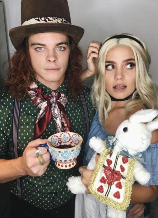 Ideas para disfraces de películas, series y caricaturas para Halloween; Alicia en el país de las maravillas, el sombrerero loco