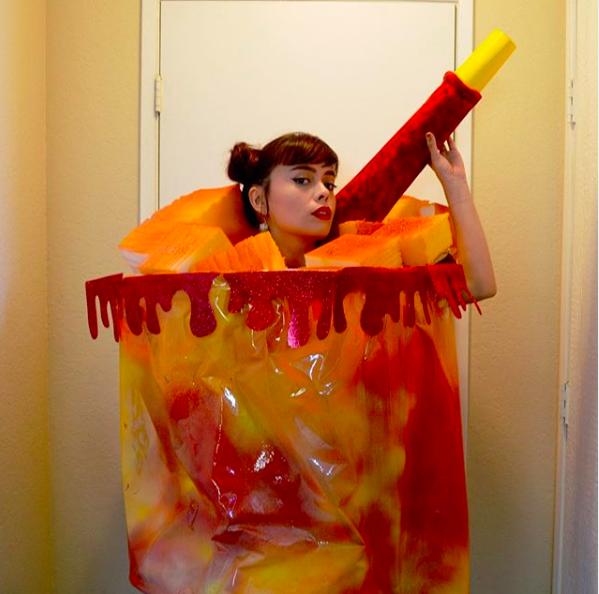 Disfraz de vaso de fruta con chamoy