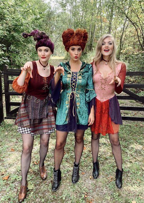 Amigas disfrazadas como las hermanas Sanderson de la película Hocus Pocus