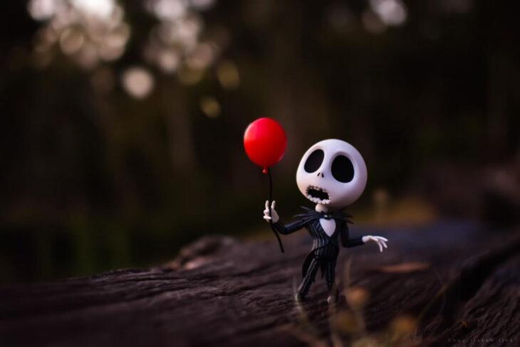 Artista toma fotografías de figuras miniatura de personajes de películas, series y videojuegos; El extraño mundo de Jack, Nightmare before Christmas, Pesadilla antes de Navidad, Jack Skellington