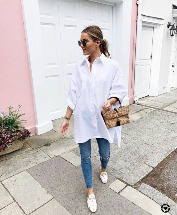 Girl wearing a white t-shirt with some jeans and flats