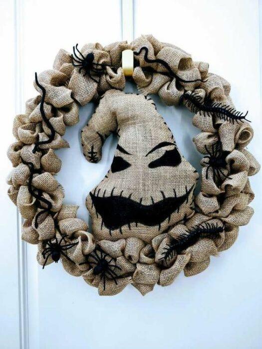 Corona navideña de manta inspirada en El extraño mundo de Jack