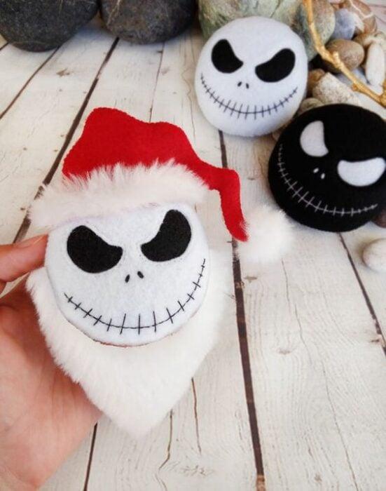 esferas navideñas de fieltro inspiradas en El extraño mundo de Jack